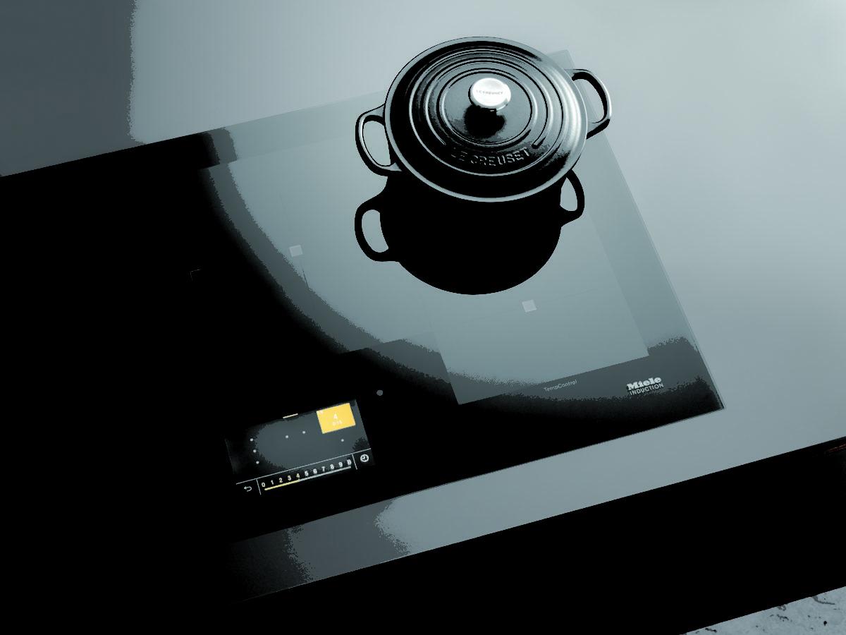 Le nouveau plan de cuisson à induction de Miele combine la commande tactile intuitive avec la puissance et la flexibilité
