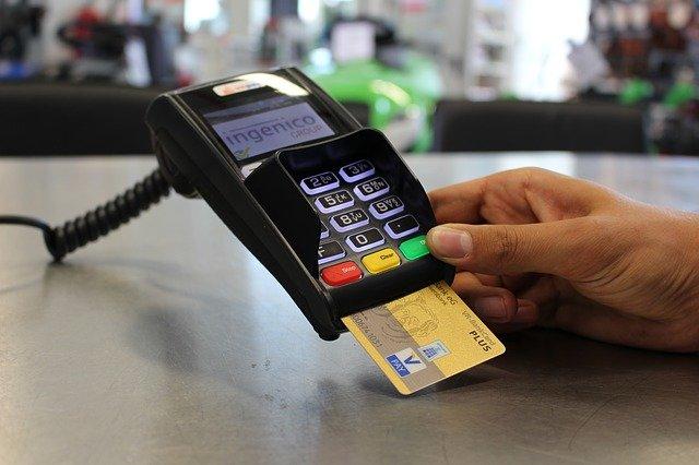 Les paiements sans espèces vont atteindre un niveau record