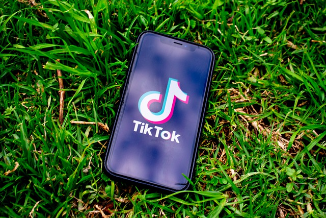 Comment les entreprises utilisent-elles TikTok pour le recrutement ?